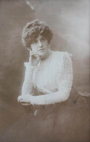 christa-adele-marcelle-dehay-1882-1965-epouse-dedouard-rosset-granger-en-1904-2