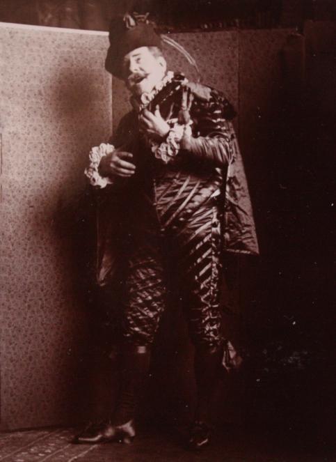 edouard-rosset-granger-4-portrait-costume-en-pied-a-la-mandoline-vers-1905-1910