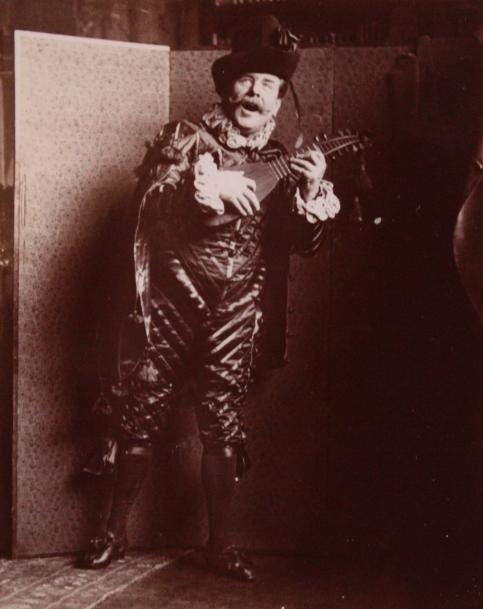edouard-rosset-granger-5-portrait-costume-en-pied-a-la-mandoline-vers-1905-1910