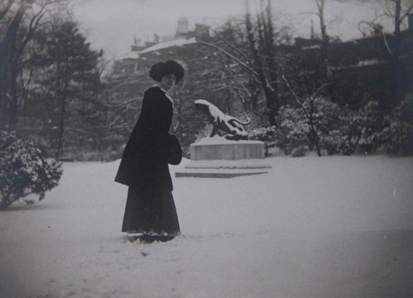 marcelle-rosset-granger-en-1912-au-parc-montsouris-hiver-1912