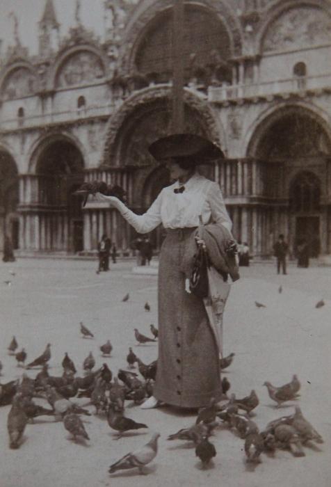 marcelle-rosset-granger-en-1912-place-saint-marc-a-venise